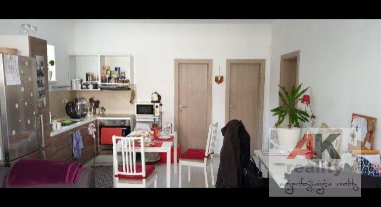 Prenájom 2 izbový byt Bratislava-Vrakuňa, Priehradná