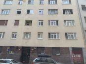 Investične zaujimavý 1-izbový byt na Grösslingovej ul. s parkovaním vo dvore.