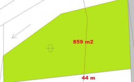 Stavebný pozemok 860 m2,  pri B. Bystrici -  Cena 66 500 €