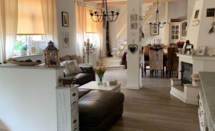 Krásny, veľký rodinný dom (ÚP 243,72 m2) po kompletnej rekonštrukcii v obci Lozorno cca 20 km od BA