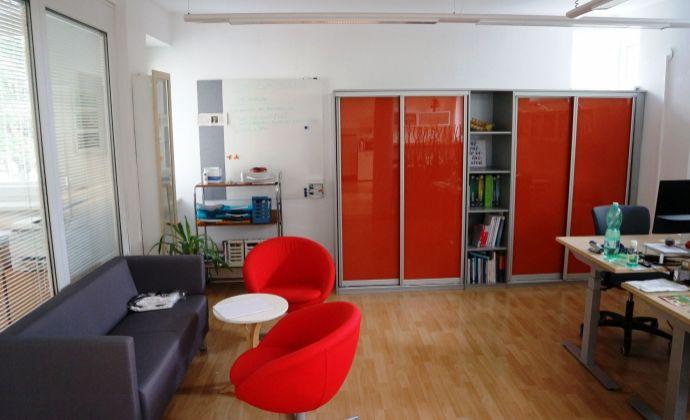 IBA U NÁS: priestranný rodinný dom ideálny na administratívne využitie, Staré Mesto