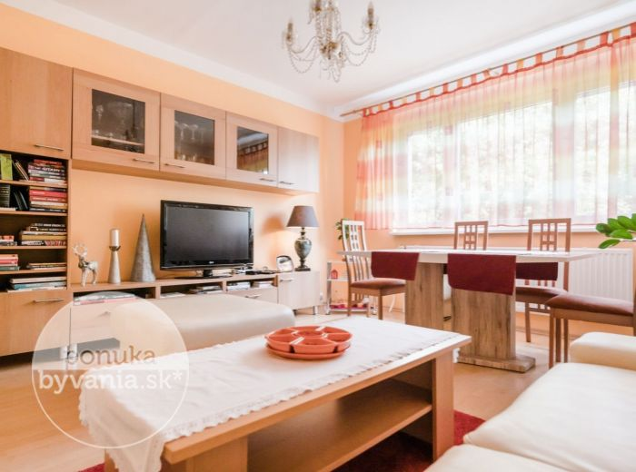 PREDANÉ - KRÍKOVÁ, 4-i byt, 88 m2 - TICHÁ lokalita s množstvom ZELENE, kompletne zariadený, NEPRIECHODNÉ IZBY
