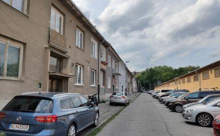 REZERVOVANÝ DOM-REALÍT ponúka garsonku  blízko Dulového námestia