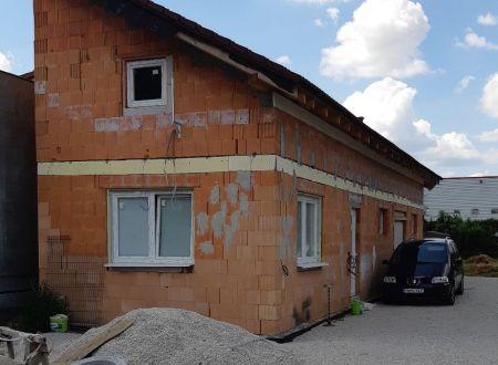 Rozostavaný polyfunkčný objekt v priemyselnej zóne, Piešťany