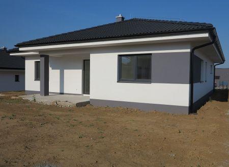 Novostavba - Bungalov 4 - izbový s garážou, pozemok 551 m2, Trenčianska Turná / Zajarčie.