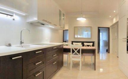 Ponúkame na prenájom 3-izbový byt tehlovej stavbe, ktorý sa nachádza na Grösslingovej ulici v Starom Meste v blízkosti Liga pasáže.