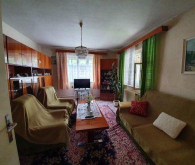 Exkluzívne iba u nás. Ponúkame na predaj pekný starší rodinný dom v obci Udiča.