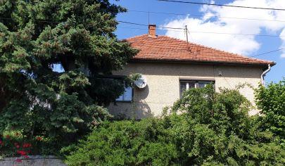 REZERVOVANÉ - EXKLUZIVNE KLÁTOVÁ NOVÁ VES - 3 izbový dom pozemok 1000 m2