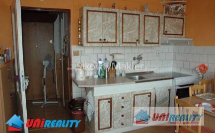 BÁNOVCE NAD BEBRAVOU - 1 izbový byt- čiastočne zariadený / A. Hlinku / čiastočná rekonštrukcia / IBA U NÁS