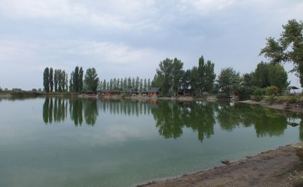 Rekreačno športový areál s rybníkom  Moby Dick pri Kolárove