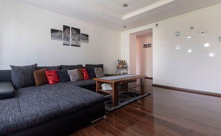Dom-realít ponúka na predaj pekný 2 izbový byt prerobený na 3 izbový v centre mesta