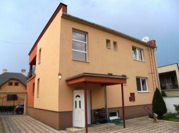 MAJAKOVSKÉHO - 5-i dom,300 m2 kompletná  REKONŠTRUKCIA,pozemok 784 m2, ALTÁNOK