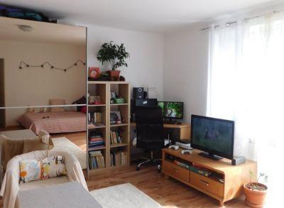 Areté real - Predaj priestranného tehlového 2 a 1/2 -izbového bytu s francúzskym balkónom v dobrej lokalite v Pezinku, Suvorovova
