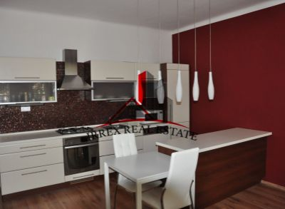 Ponúkame na prenájom slnečný, zariadený 2 izbový byt s veľkou loggiou a pivnicou v časti Nové Mesto, Bratislava II