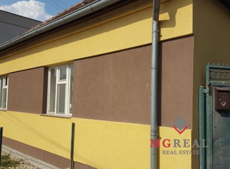 REZERVOVANÝ - Rodinný dom Solčany