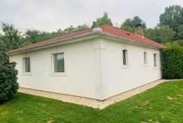 MAĎARSKO - TORNAKÁPOLNA  RODINNÝ DOM TYPU BUNGALOV - 4 IZBY, POZEMOK 1610 M2