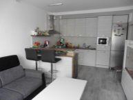 Ponúkame na predaj po kompletnej rekonštrukcii 3- izbový byt prerobený na 4- izbový byt s dvomi loggiami a dvomi pivnicami na 2/13.p v Trnave časť Prednádražie.