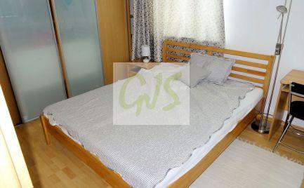 Pekný 2. izbový byt s balkónom a vlastným kúrením na predaj v Moste pri Bratislave.