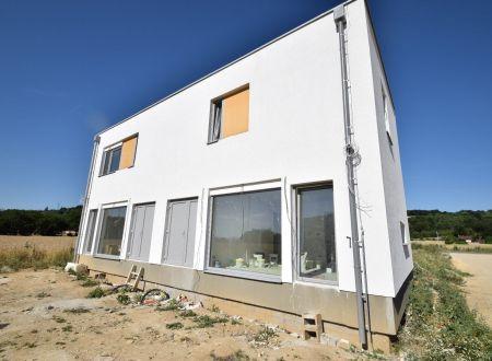 Nový 3 izbový rodinný dom P9-B2-H / Sokolovce