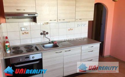 BÁNOVCE NAD BEBRAVOU - 1 izbový byt - čiastočne zariadený / A. Hlinku / kompletná rekonštrukcia / IBA U NÁS