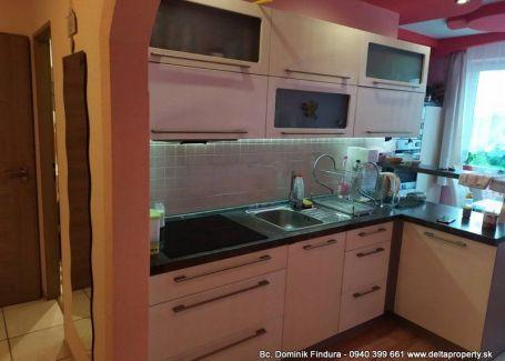 REZERVOVANÉ - Priestranný 3-izbový byt s balkónom a vl.kúrením na predaj Veľká Lomnica