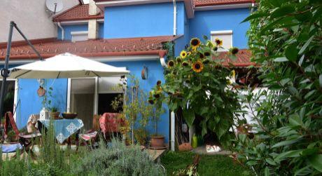 4 - izbový rodinný dom s garážou, obytná plocha 125 m2, pozemok 333 m2 - Rajka