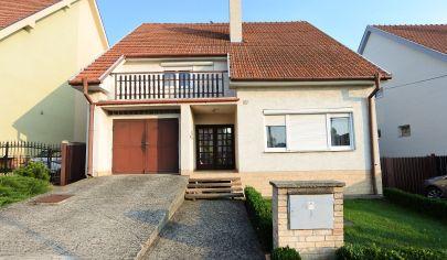 Exkluzívne v APEX reality 6i. rodinný dom v Kľačanoch, všetky IS, garáž, pozemok 675 m2