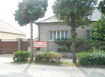 Predáme 3-izb. veľmi zachovalý rodinný dom v Seredi