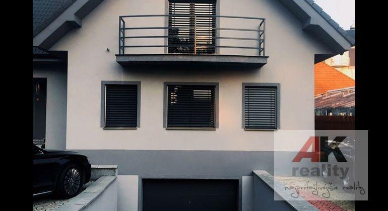 AK REALITY ponúka moderný 6 izbový rodinný dom vo Vrakuni