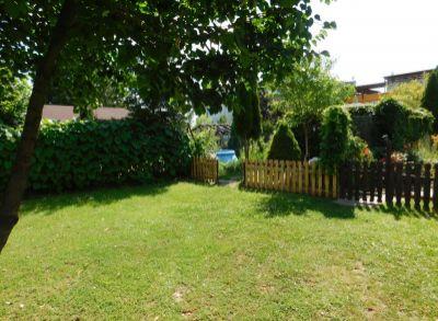 Areté real - Predaj priestranného, tehlového 3-izbového bytu s garážou a veľmi peknou 250 m2 záhradou v obci Chorvátsky Grob, časť Čierna Voda
