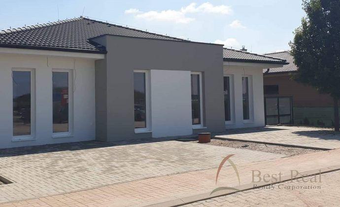 Best Real - Šamorín - Macov, 3 izbový rodinný dom v Štandarte,  2 parkovacie miesta, 2 terasy, pozemok 400 m2.