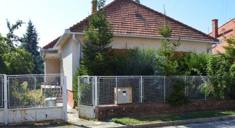Na predaj prízemný rodinný dom blízko centra  Zlaté Moravce