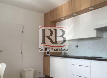 3 izbový byt na Varšavskej ulici, BA III-Nové Mesto