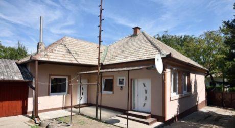 Rodinný dom na predaj v obci Bátorové Kosihy.