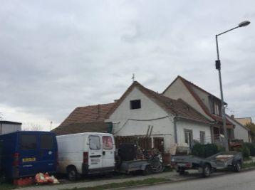 Predaj staršieho RD na 4 ár. pozemku - Slovenský Grob - Pezinská ulica - stará časť