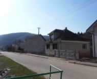 REZERVOVANÉ Dom na celoročné bývanie, chalupárčenie s výhľadom na lesy v obci Stará Lehota, 15 km od mesta Piešťany