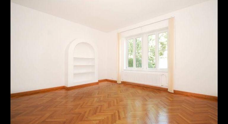 Prenájom 5 a viac izbový byt Bratislava-Staré Mesto, Somolického