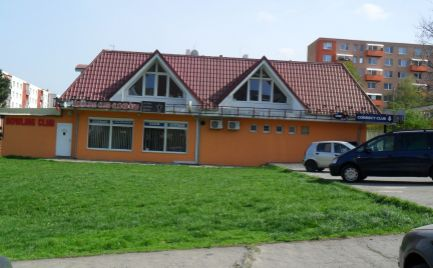 Predám polyfunkčnú budovu v centre sídliska Klokočina v Nitre.