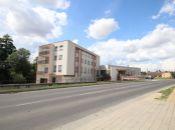 """Administratívna budova s jedálňou a kuchyňou """"Biely dom"""" v Jacovciach je na predaj."""