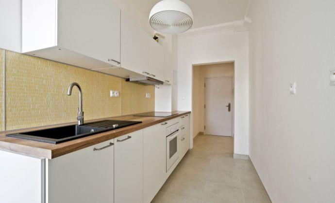 Priestranný veľký 3 izbový byt, Bratislava - Nové mesto, kompletná nová rekonštrukcia