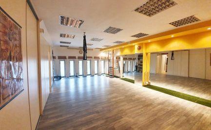 Lukratívny nebytový priestor po rekonštrukcii s možnosťou bývania a vyhradeným parkovaním v pešej zóne!, 2 - 3 izby, 81 m2