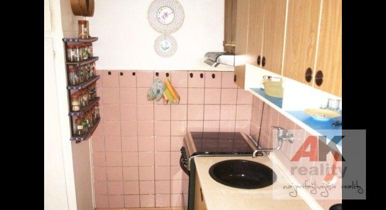 Prenájom 3 izbový byt Bratislava-Ružinov, Komárnická