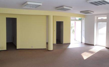 Kancelárske priestory s bezbariérovým prístupom neďaleko Stop Shopu