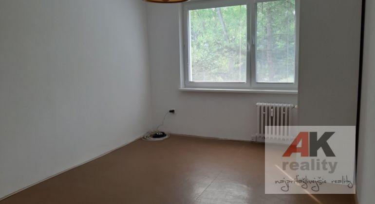 Prenájom 2 izbový byt Bratislava-Ružinov, Chlumeckého ulica