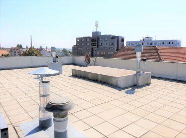 Predáme nadštandardný 3 izb. byt v centre Pezinka, možnosť mezonetu,  terasa 118 m2.