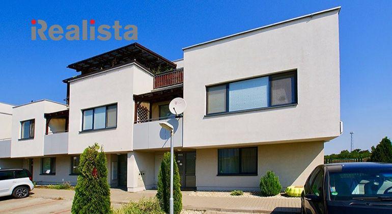Zariadený 3 izbový byt s terasou a predzáhradkou v Hviezdoslavove