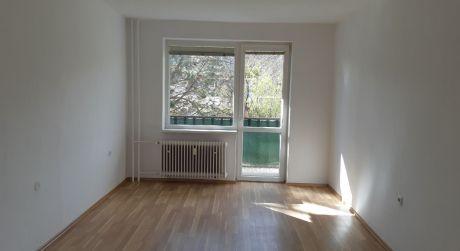 Kuchárek-real: Ponuka 4 izbový byt v obci Vištuk.