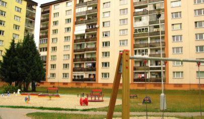 EXKLUZÍVNE na predaj slnečný 3 izbový byt, 2./8 podlažie, výťah, loggia, VEĽKÁ PIVNICA, Martin – Košúty 2