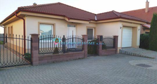 DIAMOND HOME s.r.o. ponúka Vám na predaj pekný 4izbový komfortný rodinný dom s garážou neďaleko od Dunajskej Stredy v obci Horná Potôň!