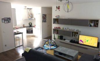 Slnečný 4 izbový byt s loggiami a parkovaním v novostavbe Malý Raj